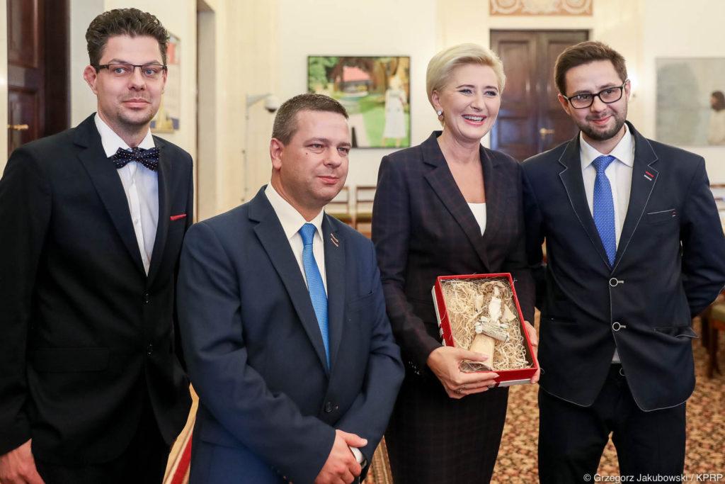 016-Spotkanie-Małżonki-Prezydenta-z-organizatorami-i-laureatami-XIV-edycji-konkursu
