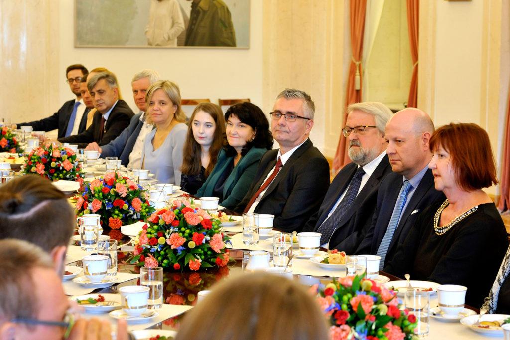 33Spotkanie-Małżonki-Prezydenta-z-organizatorami-i-laureatami-XIV-edycji-konkursu_lodołamacze-2019
