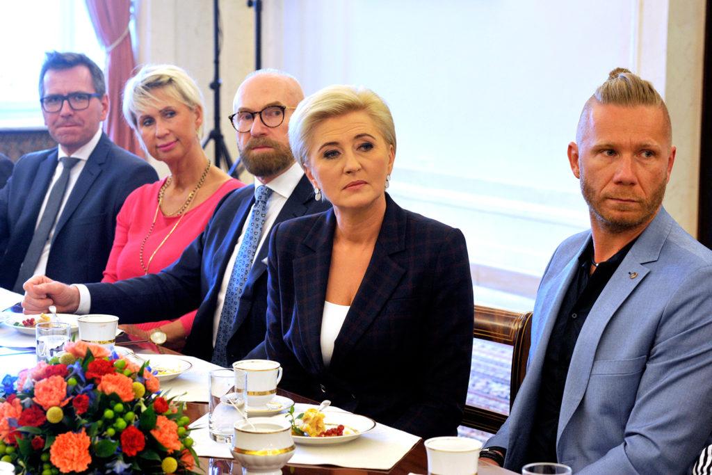 37Spotkanie-Małżonki-Prezydenta-z-organizatorami-i-laureatami-XIV-edycji-konkursu_lodołamacze-2019