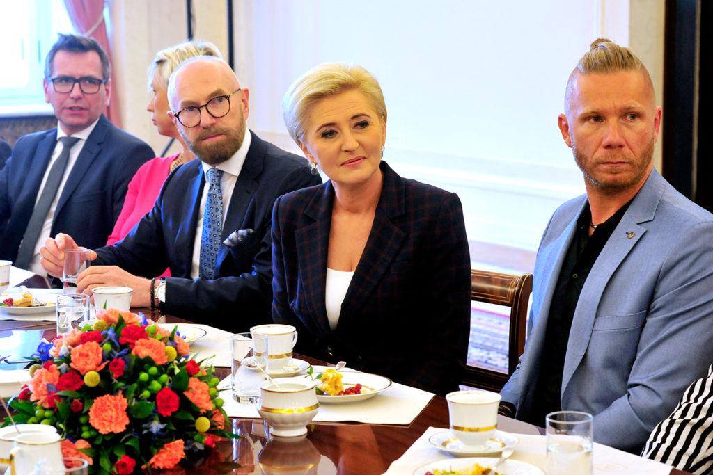38Spotkanie-Małżonki-Prezydenta-z-organizatorami-i-laureatami-XIV-edycji-konkursu_lodołamacze-2019