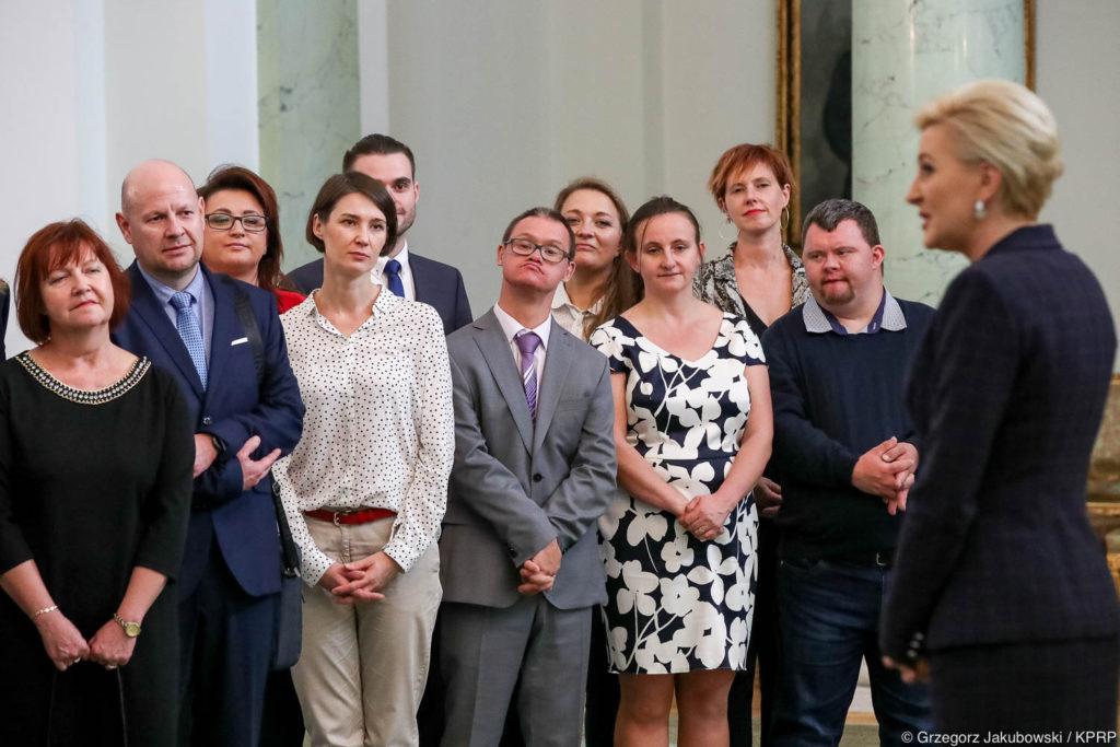 003-Spotkanie-Małżonki-Prezydenta-z-organizatorami-i-laureatami-XIV-edycji-konkursu
