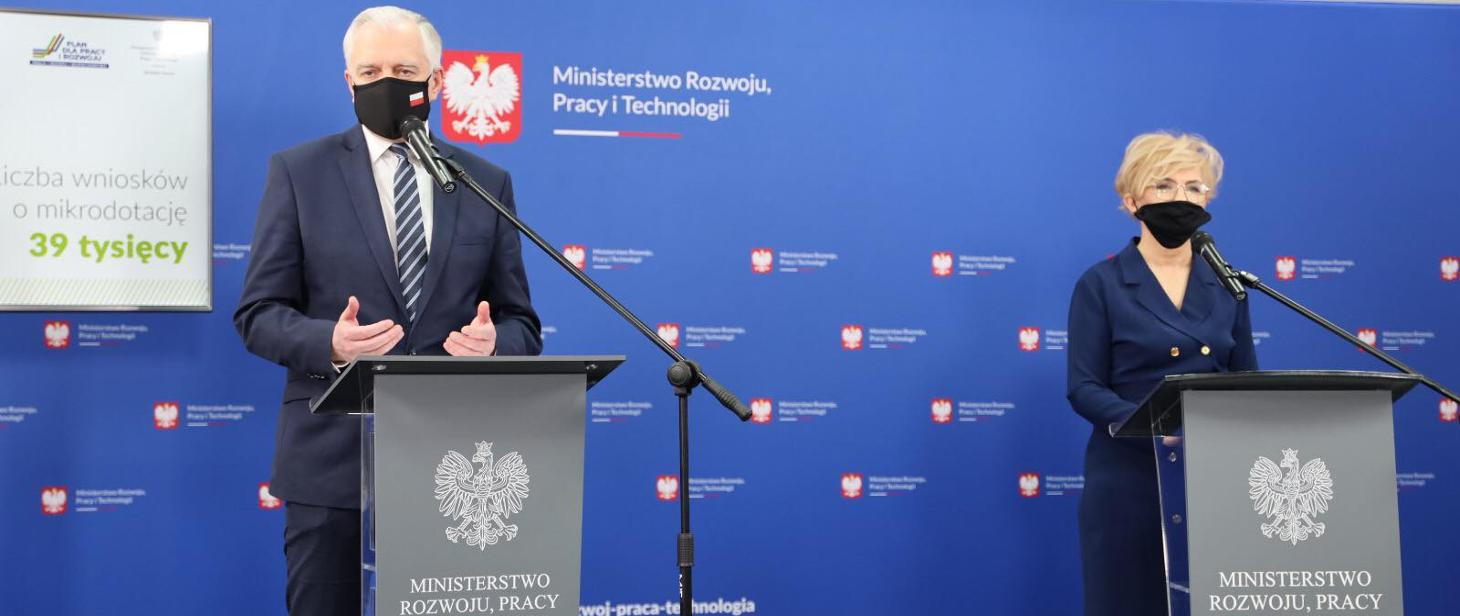 Na zdjęciu premier J. Gowin i wicepremier I. Michałek podczas konferencji